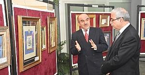 Vali Güvençer, 'Hüsn-i Hat' sergisini gezdi