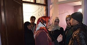 AK Partili kadınlardan Suriyelilere yardım