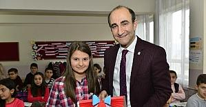 Başkan Edebali öğrencilerin karne heyecanına ortak oldu