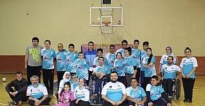 Bedensel engelli sporcular dostluk maçında biraraya geldi