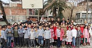 Beşiktaşlı Fevzi'den öğrencilere jest