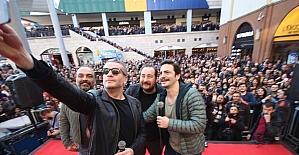 'Çalgı Çengi İkimiz' filminin oyuncuları Forum Mersin'de hayranlarıyla buluştu