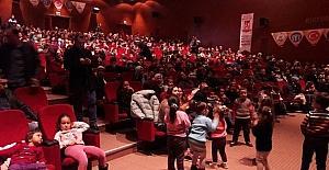 Çocuklar, sinema filmleri ve tiyatro oyunları ile tatillerini dolu dolu geçiriyor
