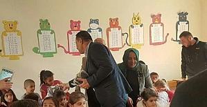 Derecik'teki öğrencilere yardım