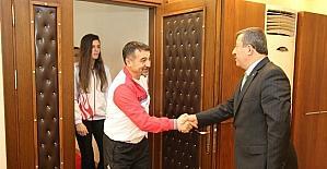 Dünya Şampiyonu Eray Şamdan Darıca için yarışacak