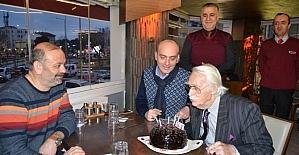 Eşref Kolçak'a 90. yaş günü sürprizi