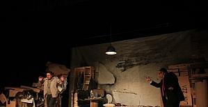 """""""Gece Boyunca"""" adlı oyun Kartal'da sahnelendi"""