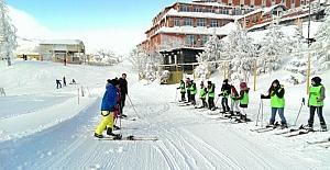 Kartepe'de çocuklara kayak eğitimi