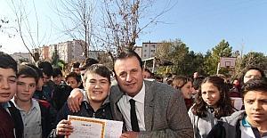 Menderes'te öğrencilere karneler Başkan Soylu'dan
