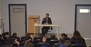 Milas'ta Milli Eğitim Müdürü kariyer günlerinde öğrencilerle buluştu
