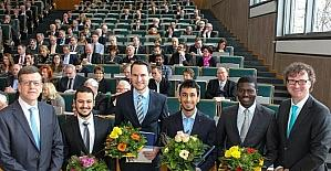 SAÜ mezununa üstün başarı ödülü verildi