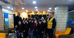 Suriyeli öğrencilere mont yardımı