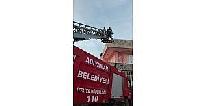 Terasta mahsur kalan şahıs kurtarıldı