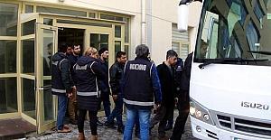 Uşak'ta FETÖ'den gözaltına alınan 25 kişi adliyeye sevk edildi