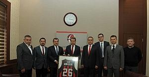 Vali Çelik, Nesine.com Eskişehir Basket Takımı Yönetim Kurulu'nu kabul etti