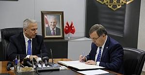Vali Kamçı ile Hayırsever Özdemir Ailesi Arasında Okul Protokolü İmzalandı