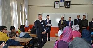 """Vali Okur; """"Hedefimiz Uşak'ı Eğitim Öğretimde Türkiye 1. yapmak"""""""