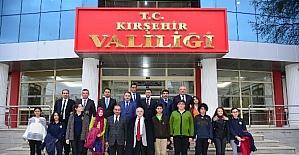 Vali'den TEOG'da başarılı olan 10 öğrenciye ödül