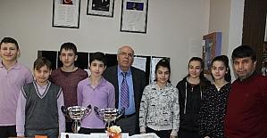Yayla Ortaokulu öğrencileri Çorum'dan iki kupayla döndü