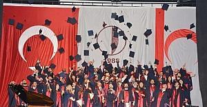 YDÜ Mimarlık Fakültesi mezunları diplomalarını aldı