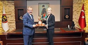 ABD Adana konsolosu Linde Stuart Specht, GSO Başkanı Adil Konukoğlu'nu ziyaret etti