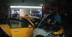 Adanada park halindeki 3 araç kundaklandı
