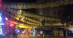 Adıyaman caddeleri sarı yeşilli bayraklarla donatıldı