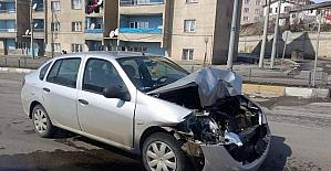 Aşkale'de maddi hasarlı trafik kazası