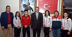 Başarılarını Başkan Alıcık ile paylaştılar