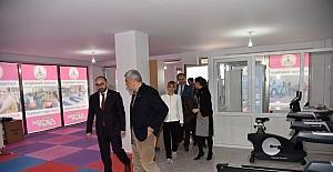 Başkan Karaosmanoğlu ve Üzülmez, Kadın Spor Merkezini ziyaret etti