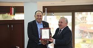Başkan Sarıoğlu'na teşekkür plaketi