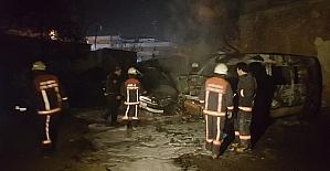 Başkent'te park halindeki 4 araç yandı