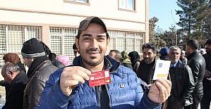 Batman'da bin 119 Suriyeli aileye Kızılay Kartı verildi