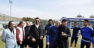 Bülent Uygun'dan eski takım arkadaşı Oğuz Çetin'e ziyaret
