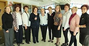 Burhaniyeli kadınlar Yardım Sevenler Derneği'nin yemeğinde bir araya geldi