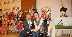 Çakırözer, engelli kızın daveti üzerine sergisini ziyaret etti