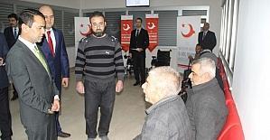 Engelli Suriyeli sığınmacılara akülü sandalye dağıtıldı
