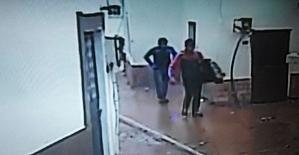 Evlerden sadece televizyon çalan hırsızlar önce kameralara, sonra polise yakalandı