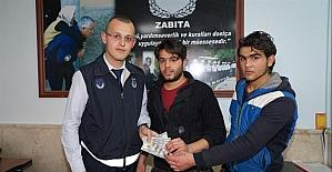 Iraklı mülteci kaybettiği 500 dolara zabıta ekipleri sayesinde kavuştu