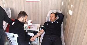 Kızılay, kan bağışçılarını madalyayla onurlandırıyor