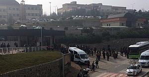 Kocaeli Üniversitesi'nde karşıt gruplar birbirine girdi: 60 gözaltı