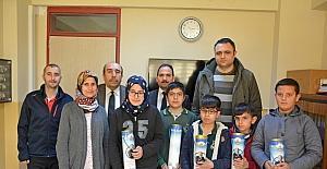 Kozan Belediyesi'nden öğrencilere satranç takımı
