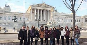 Lise öğrencileri Viyana'dan döndü