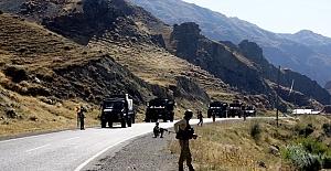Askeri aracın geçişi sırasında patlama