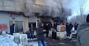 Mobilya dükkanı deposunda yangın