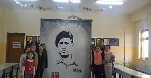 Öğretmenler Ömer Halisdemir'in siluetini yaptı