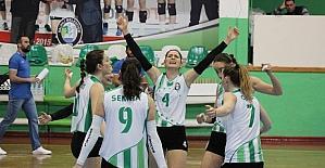 Salihli Belediyespor filede 5. sette güldü