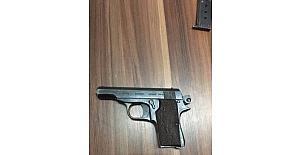 Salihli'de ruhsatsız tabanca yakalandı