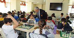 Satranç turnuvası büyük ilgi gördü