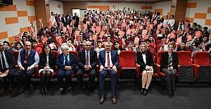 """Seyhan Belediyesi, 30 bin """"Nutuk"""" dağıttı"""